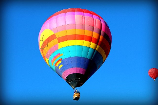 hot air balloon rides in sun